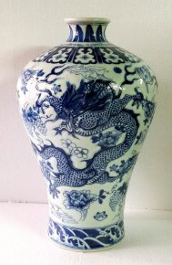 Quality Chinese Blue & White Porcelain Vase Hand Painted Dragon & Flowers